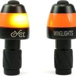 Les lumières Winglights se fixent à l'extrémité intérieure du guidon.
