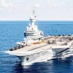 Le système de ballast utilise l'eau de mer (ressource extérieure disponible) pour assurer la stabilité du porte avion.