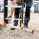 Le concept Smart Level Ladder permet un réglage de la base de l'échelle pour s'adapter à la configuration du sol.