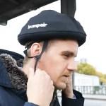 Le casque de trottinette Bumpair est gonflable pour minimiser son encombrement lorsqu'il ne sert pas.