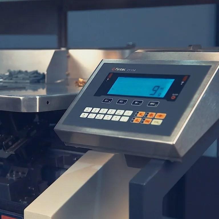 Máquina de embalar MV5X - seladora embalagens embaladora automatica Inopick código de barras automação Inobag