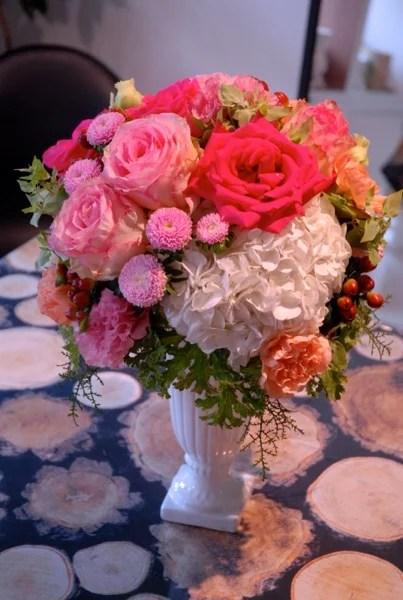 キャパルボへ結婚祝いアレンジメントのお届けです