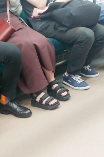 通勤電車で唯一やらないことは?