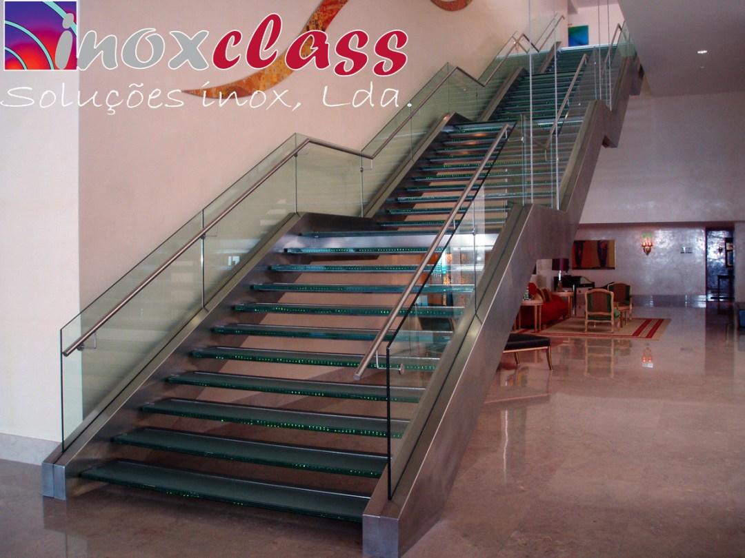 Escadaria em inox e vidro