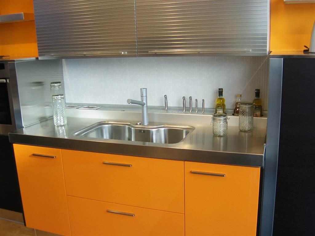 Mobiliario en acero inoxidable para encimeras de cocina for Encimeras de cocina