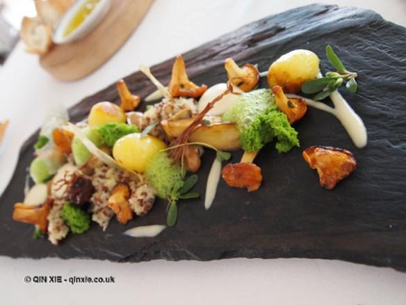 La Forêt - ceps, girolles, enoki, parsley foam and sponge, quinoa risotto, parmesan foam, Mirazur, Menton