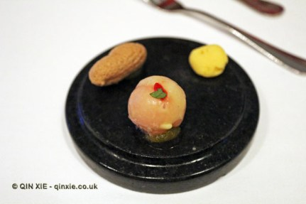 "Portotonic, peanut and wasabi, ""lapin bean"" gaucamole, The Yeatman, Porto"