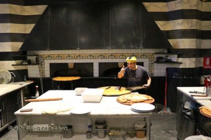 Chef at oven, Restaurante i Tre Merli Porto Antico, Genoa