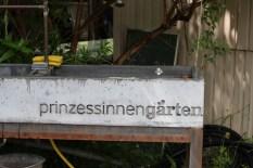 Princezzinnen Garten sign on trough