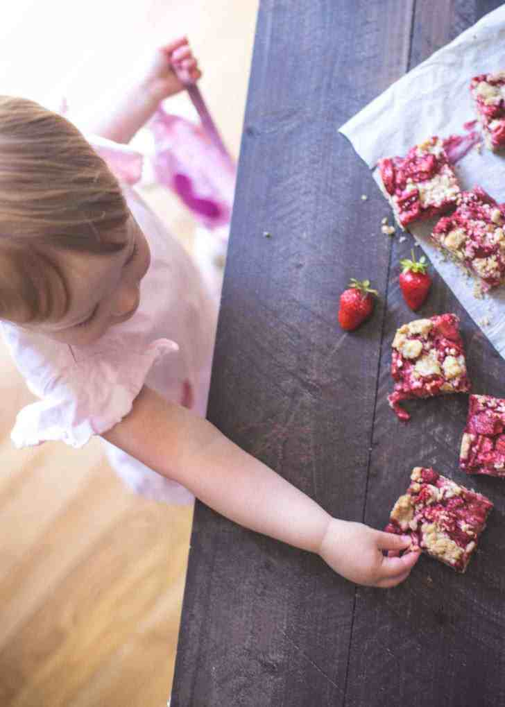Strawberry Oat Streusel Bars_Clara