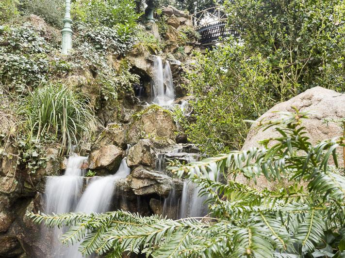 la cascade du parc du Thabor à Rennes