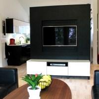 TV-vägg med inbyggd sladdgömma
