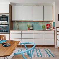 Kök med snygga färgklickar