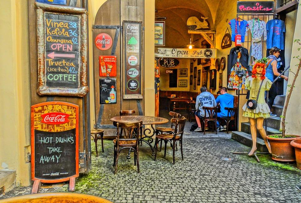 restoran cafe tampak depan pada artikel SEO lokal: Bagaimana Restoran Menempati Peringkat Satu di Google Tanpa Website