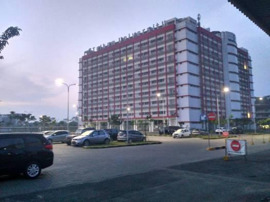 gedung dan lahan parkir kampus telkom university