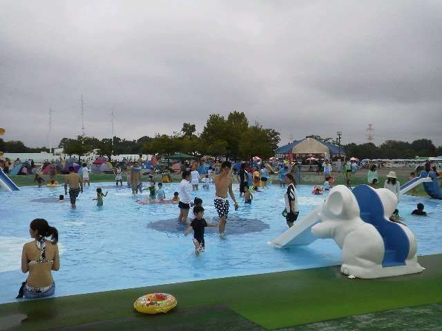 Children's pool, 30cm deep with two slides Kawagoe Water Park