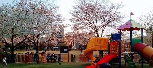 Katsusehara Memorial Park: enclosed playground close to station | FUJIMI