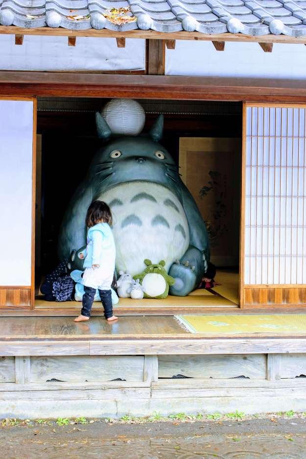 Giant Totoro in Kurosuke's house Totoro Forests