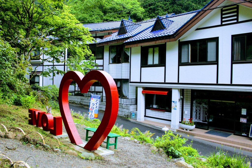 Kuroyama Kosenkan recently reopened as Cafe St Gallen at the Kuroyama Santaki; three waterfalls of Kuroyama