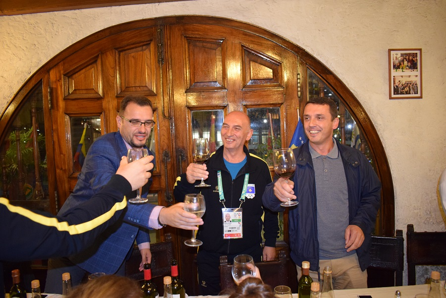 besim-hasani-erza-muminoviq Kryetari i KOK-ut merr me veten djalin dhe gruan Lojërat Olimpike për të rinj në Argjentinë