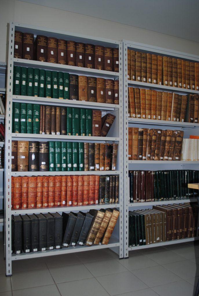 Photo-de-la-bibliothèque-scaled