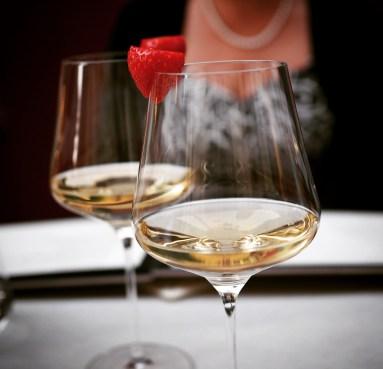 Wein mit unbekanntem Decolleté
