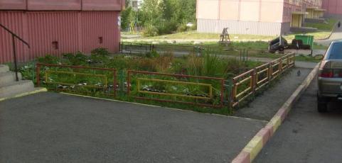 Рокосовского 29. Пешеходная дорожка до ремонта.