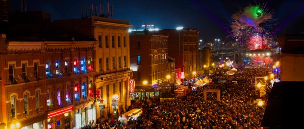 Der New Year's Eve Bash auf dem Lower Broadway in Nashville am 31. Dezember 2014. - Foto: Nashville Convention & Visitors Corporation