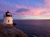 Sonnenuntergang am Castle Hill Lighthouse. - Foto: Discover Newport