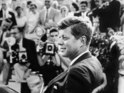 Seltene Fotos von John F. Kennedy sind im Newseum. - Foto: Estate of Jacques Lowe