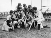 Rockford Peaches - Mannschaft und Trainer. - Foto: Rockford Area CVB