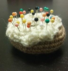 Crochet coussin aiguilles donut