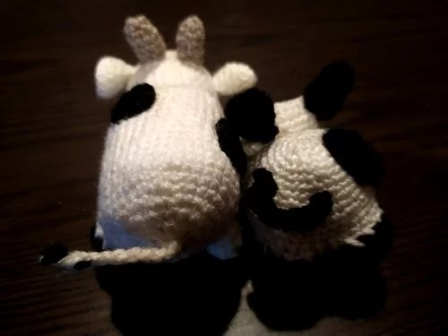 crochet vache cow lane street yarn bomb