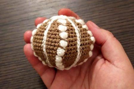Crochet urchin amigurumi oursin