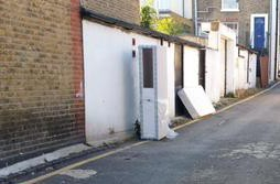 Oh look: someone's decided to dump a mattress on Eland PLace in Waddon