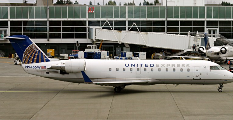 United Express Bombardier CRJ-200ER airplane