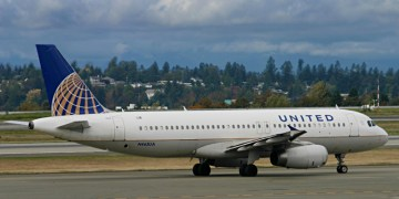 United Airlines Airbus A320-232 On Taxiway