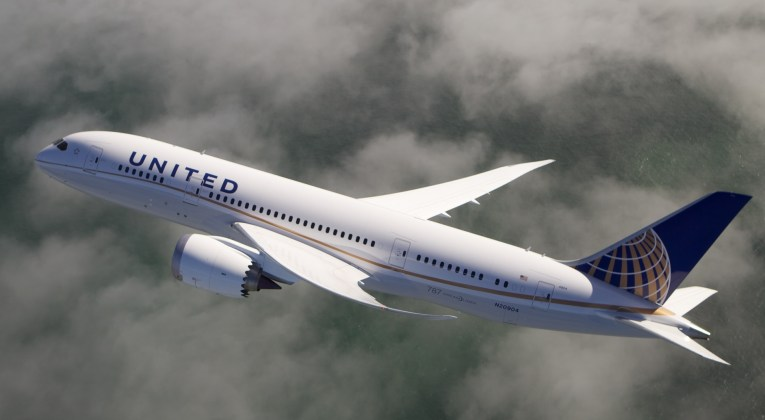 United Airlines Boeing 787 Dreamliner above the clouds (Source: United AIrlines)
