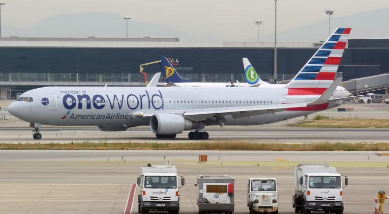 Boeing 767 of American Airlines in Oneworld livery (Source: Wikimedia Commons / Anna Zvereva)