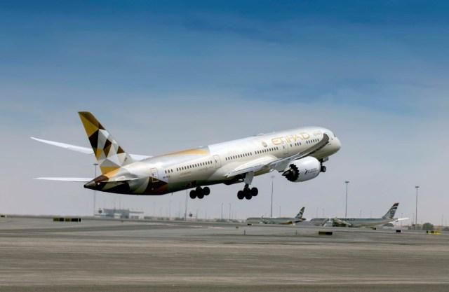 Boeing 787 Dreamliner van Etihad stijgt op (Bron: Etihad)
