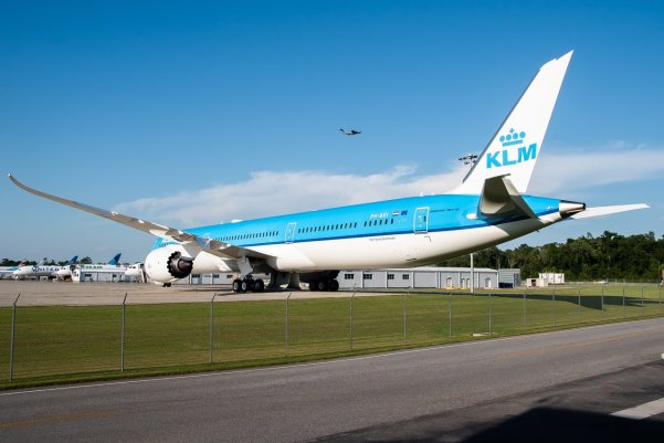 Nieuwste Boeing 787-10 (PH-BKI) in KLM livery (Bron: Airlinersnet / Twitter / BoeingSCSpotter)