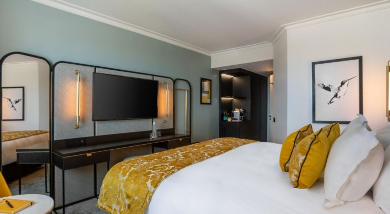 IHG hotel merk voco vestigt voor het eerst in Parijs, Frankrijk.