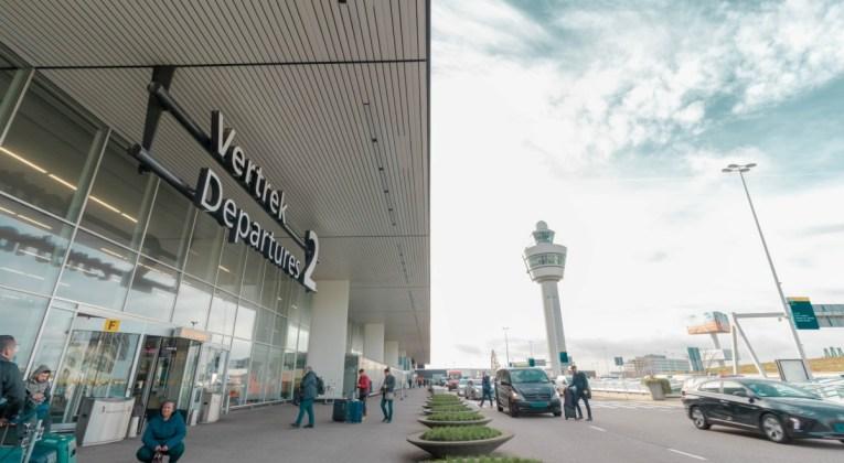 Departures 2 hal op Amsterdam Airport Schiphol (Bron: Ben Koorengevel / Unsplash)