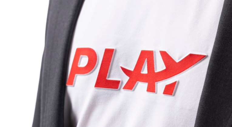 Crew uniform van het IJslandse Play (Bron: Play)