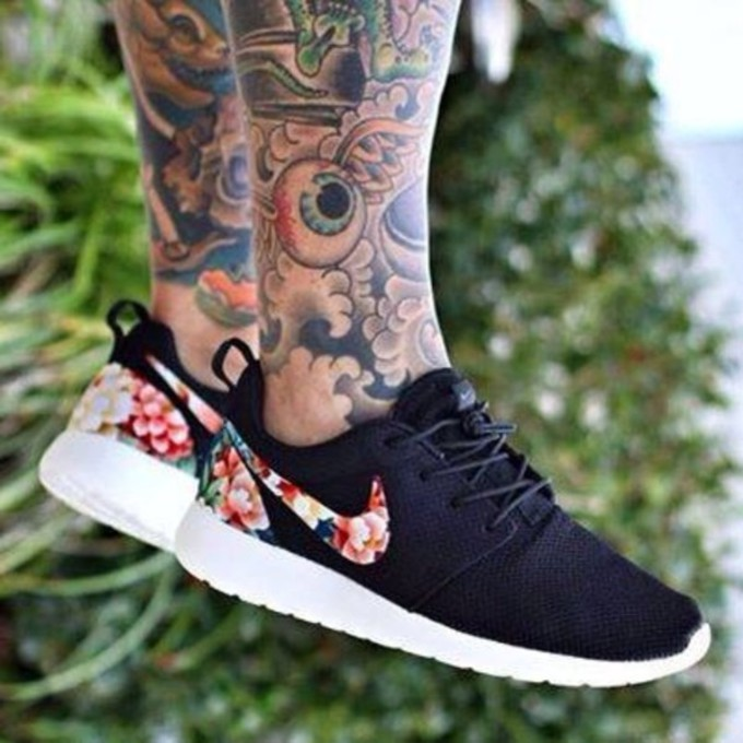 aqedys-l-c680x680-shoes-bag-nike-flowers-flower-print-airmax-roshe-run-sneakers-nike-floral-black-nike-running-shoes-pink-workout-gym-nike-floral-print-roshe-run-colour-brand-material-rosheruns-blac