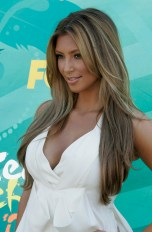 Kim Kardashian arrives at the Teen Choice 2009 Awards taping in Los Angeles, California August 9, 2009. REUTERS/Fred Prouser (UNITED STATES ENTERTAINMENT) - RTR26K7X