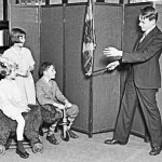 Picture of Magician Entertaining