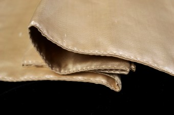 The facing of the coat tails was stitched in small and regular, but visible stitches.