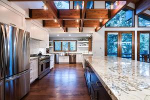 mountain modern kitchen design Park City, Utah