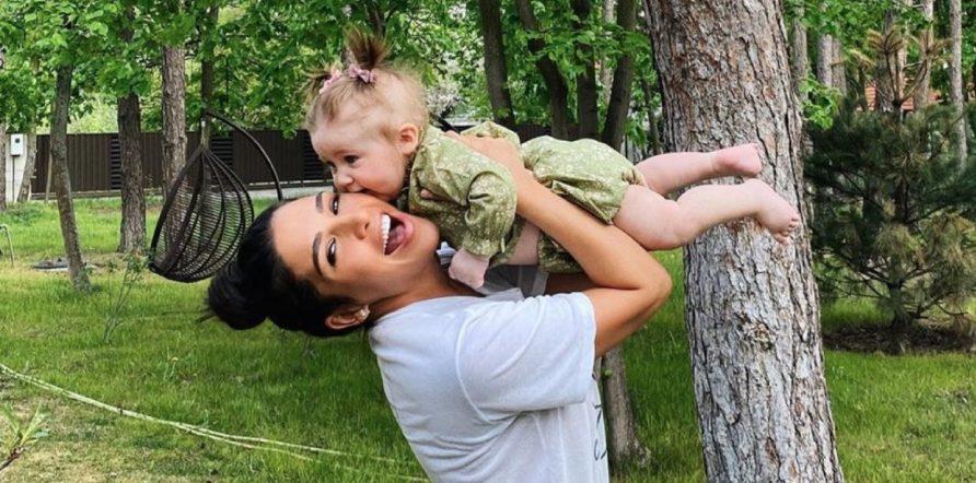 5 милих світлин іменинниці Санти Дімопулос з дочкою